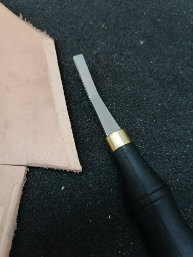 Leather edge roughing tool