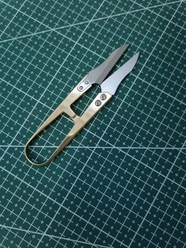 Brass thread-clips, small scissors